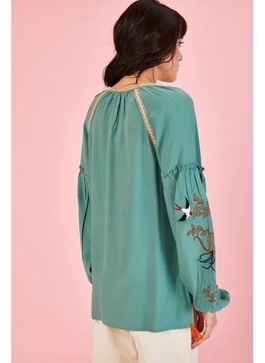 ESQ Kolu Nakışlı Yaka Hasır Detay Bluz Yeşil
